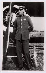 BNU-CD: Tte. Mario Walter Parallada quien cayó en el avión que piloteaba en  agosto de 1825, en Montevideo, a la altura de Agraciada entre Gil y Olivos